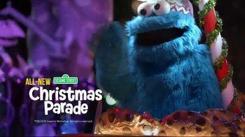 SeaWorld Christmas Celebration TV Spot, 'Sesame Street Christmas Parade' - Thumbnail 4