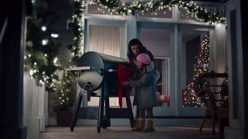 ACE Hardware TV Spot, 'Around the Block: Holiday Lights' - Thumbnail 5