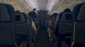 Esurance TV Spot, 'The Middle Seat' Featuring Dennis Quaid - Thumbnail 7