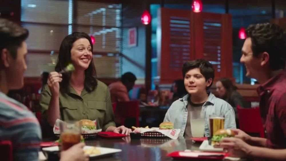 Red Robin TV Commercial, 'Bottomless Fun with Your Fam'