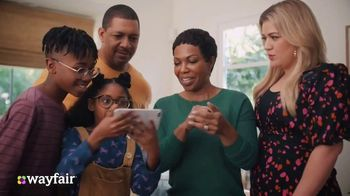 Wayfair TV Spot, 'Living Room Switch Up' Featuring Kelly Clarkson - Thumbnail 6