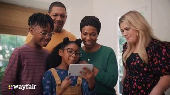 Wayfair TV Spot, 'Living Room Switch Up' Featuring Kelly Clarkson - Thumbnail 7
