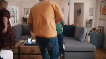 Wayfair TV Spot, 'Living Room Switch Up' Featuring Kelly Clarkson - Thumbnail 9