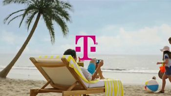 T-Mobile TV Spot, 'Smartphones gratis y Netflix' canción de Major Lazer [Spanish] - Thumbnail 1