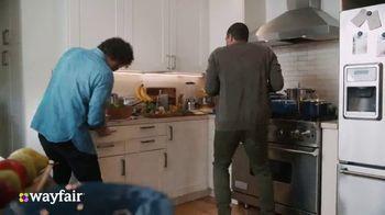 Wayfair TV Spot, 'Dysfunctional Kitchen' Featuring Kelly Clarkson - Thumbnail 3