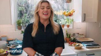Wayfair TV Spot, 'Dysfunctional Kitchen' Featuring Kelly Clarkson - Thumbnail 6