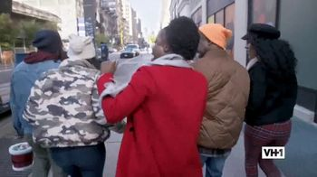 Hershey's TV Spot, 'Holidays: VH1: Caroling' - Thumbnail 2
