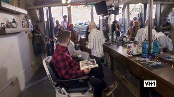 Hershey's TV Spot, 'Holidays: VH1: Caroling' - Thumbnail 4
