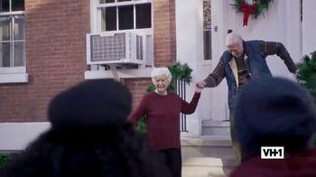Hershey's TV Spot, 'Holidays: VH1: Caroling' - Thumbnail 5