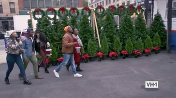 Hershey's TV Spot, 'Holidays: VH1: Caroling' - Thumbnail 6