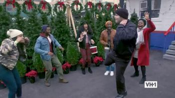 Hershey's TV Spot, 'Holidays: VH1: Caroling' - Thumbnail 8