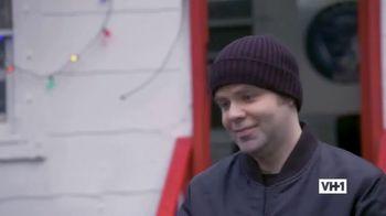 Hershey's TV Spot, 'Holidays: VH1: Caroling' - Thumbnail 9