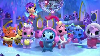 Hatchimals CollEGGtibles Season 6.5 The Royal Snow Ball TV Spot, 'Accessories in Every Egg' - Thumbnail 2