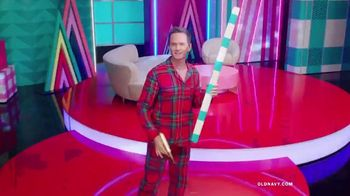 Old Navy TV Spot, 'Holiday Wrapping!' Feat. Neil Patrick Harris, Billie Catherine Lourd - Thumbnail 10