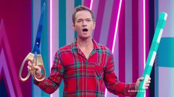 Old Navy TV Spot, 'Holiday Wrapping!' Feat. Neil Patrick Harris, Billie Catherine Lourd - Thumbnail 2