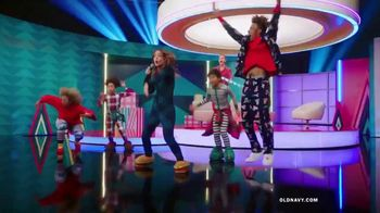 Old Navy TV Spot, 'Holiday Wrapping!' Feat. Neil Patrick Harris, Billie Catherine Lourd - Thumbnail 5