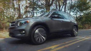 Mercedes-Benz GLB TV Spot, 'ESPN: Nothing But Yes' Ft. Maria Taylor, Bob Stoops, David Pollack [T1] - Thumbnail 7