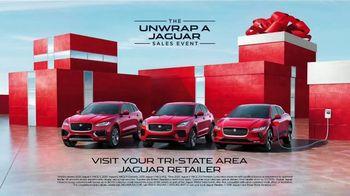 Unwrap a Jaguar Sales Event TV Spot, '2019 F-PACE: Julia and Aaron' [T2] - Thumbnail 10