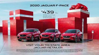 Unwrap a Jaguar Sales Event TV Spot, '2019 F-PACE: Julia and Aaron' [T2] - Thumbnail 9