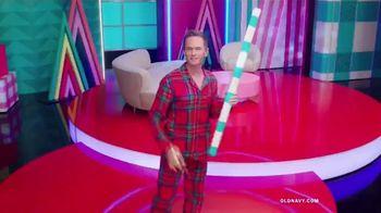 Old Navy TV Spot, 'Holiday Wrapping: 75 Percent' Feat. Neil Patrick Harris, Billie Catherine Lourd - Thumbnail 7