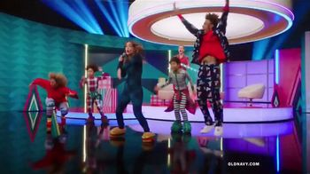 Old Navy TV Spot, 'Holiday Wrapping: 75 Percent' Feat. Neil Patrick Harris, Billie Catherine Lourd - Thumbnail 4