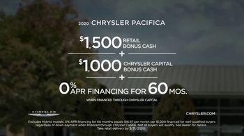 2020 Chrysler Pacifica TV Spot, 'School Drop-Off' Featuring Kathryn Hahn [T2] - Thumbnail 9
