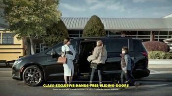 2020 Chrysler Pacifica TV Spot, 'School Drop-Off' Featuring Kathryn Hahn [T2] - Thumbnail 6