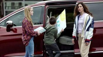 2020 Chrysler Pacifica TV Spot, 'School Drop-Off' Featuring Kathryn Hahn [T2] - Thumbnail 7