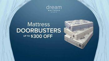 Value City Furniture Dream Mattress Studio TV Spot, 'Doorbusters: $300 Off' - Thumbnail 4