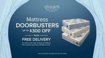 Value City Furniture Dream Mattress Studio TV Spot, 'Doorbusters: $300 Off' - Thumbnail 5