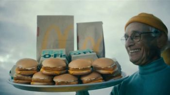 McDonald's Buy One, Get One for $1 TV Spot, 'Dame ese Filet-O-Fish' [Spanish] - Thumbnail 5