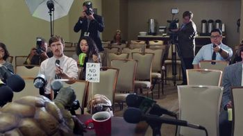 Wonderful Pistachios TV Spot, 'Slow News Day'