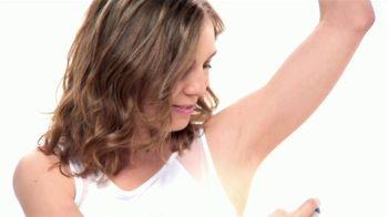 Dove Dry Spray TV Spot, 'Seca al instante' [Spanish] - Thumbnail 2