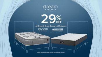 Value City Furniture Dream Mattress Studio TV Spot, 'Dreamy Savings' - Thumbnail 3