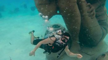 The Islands of the Bahamas TV Spot, 'Fly Away' Featuring Lenny Kravitz - Thumbnail 6
