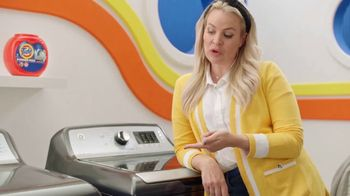 Tide Power Pods TV Spot, 'Large Laundry Loads with Cat & Nat' - Thumbnail 8