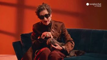 Sunglass Hut at Macy's TV Spot, 'The Year-Long Gift' - Thumbnail 3