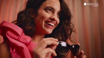 Sunglass Hut at Macy's TV Spot, 'The Year-Long Gift' - Thumbnail 4