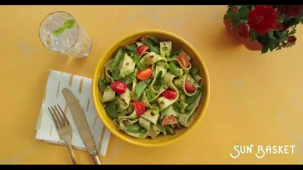 Sun Basket TV Commercial, 'Easy and Delicious'