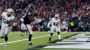 NFL TV Spot, 'Increíble: esto es 100' canción de Raphael Lake, Aaron Levy & Wesley Eugene Smith [Spanish] - Thumbnail 9