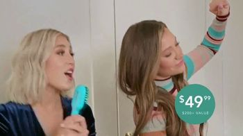 FabFitFun.com TV Spot, 'Winter Box Is Coming' Featuring Maddie & Tae - Thumbnail 3