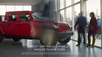 Jeep Black Friday Sales Event TV Spot, 'Large' Song by Confetti [T2] - Thumbnail 6