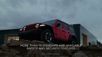 Jeep Black Friday Sales Event TV Spot, 'Large' Song by Confetti [T2] - Thumbnail 7