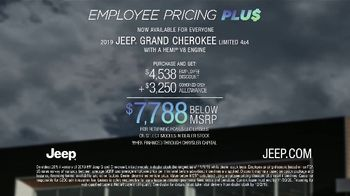 Jeep Black Friday Sales Event TV Spot, 'Large' Song by Confetti [T2] - Thumbnail 9