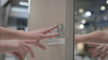 Lowe's Bath Savings Event TV Spot, 'Remodeling Done Right: Savings on Vanities' - Thumbnail 6