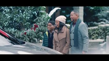 Lexus December to Remember Sales Event TV Spot, 'The Bow Caper' [T2] - 2700 commercial airings