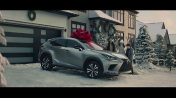 Lexus December to Remember Sales Event TV Spot, 'The Bow Cover-Up' [T2] - 2654 commercial airings