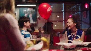 Red Robin TV Spot, 'Lleno de triunfos' [Spanish] - Thumbnail 7