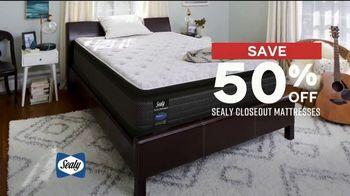 Ashley HomeStore Presidents Day Mattress Sale TV Spot, 'Sealy Closeout Mattresses' - Thumbnail 6