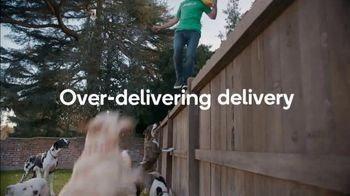 Shipt TV Spot, 'Over-Delivering Delivery: Dogs' - Thumbnail 6